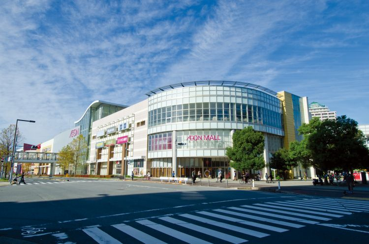 AEON MALL Chiba-Newtown (The shopping mall building and The cinema and sports building)1